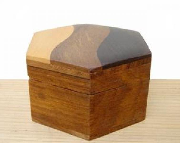 Scatola legno esagonale